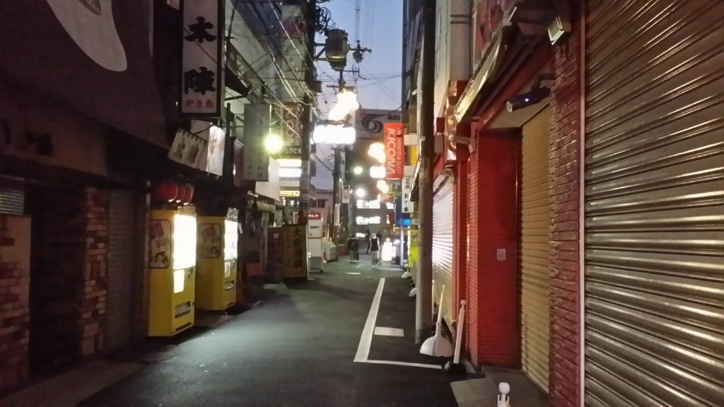 大阪の町十三の明け方の風景